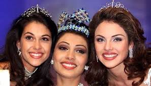 Yukta Mookhey, posing with her runners up from South Africa and Venezuela, after winning Miss World 1999