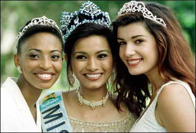 Diana Hayden posing with her runners up from South Africa and New Zealand just the next day of winning the crown of Miss World 1997